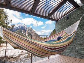 上高地の河童橋のたもとにあるホテル白樺荘で過ごす優雅なひととき