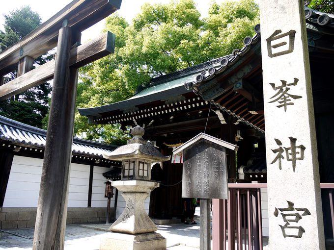 蹴鞠の宗家の屋敷跡に創建