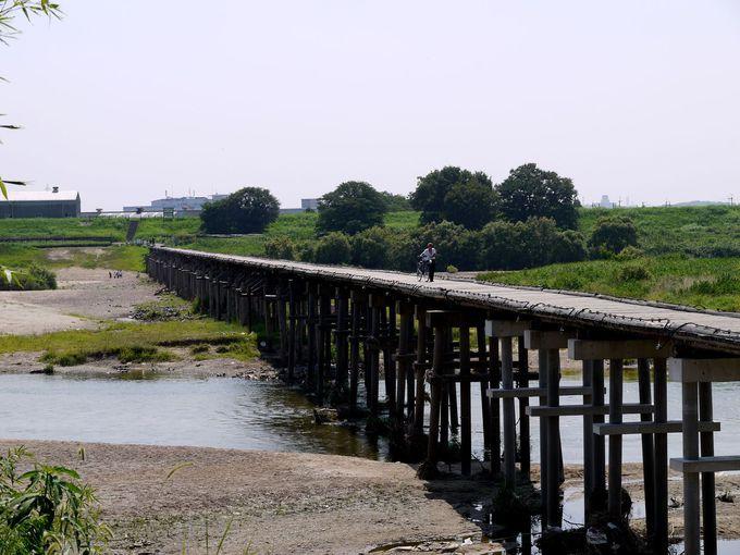 時代劇の映画などのロケ地として有名な橋
