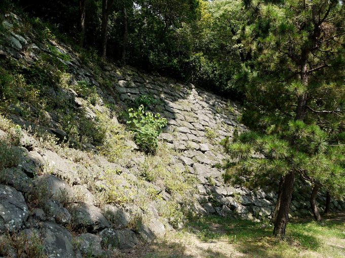 石垣に刻まれた刻印の謎