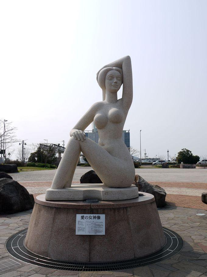 宇野港へ来た人を迎えてくれる女神様