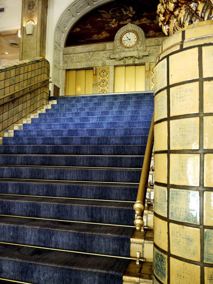 本館のシンボル「大階段」