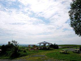 絶景・美瑛の丘にぽつんと佇む「ペンションジャガタラ」