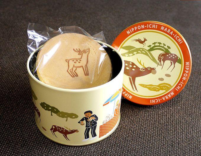 ザ・奈良公園の光景が描かれた缶に入ったおせんべい
