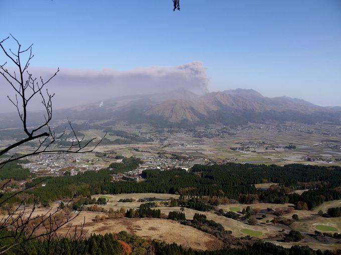 展望台から阿蘇山を一望