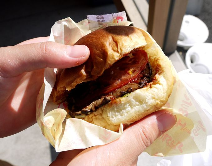 ぱっと見は普通のハンバーガー?の地元産しいたけバーガー