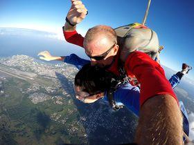 グアムで「富士越え」スカイダイビング!上空4200mから絶叫しながら絶景を楽しむ