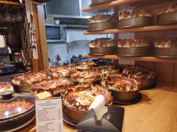名物チーズケーキの「BAR LA VINA」