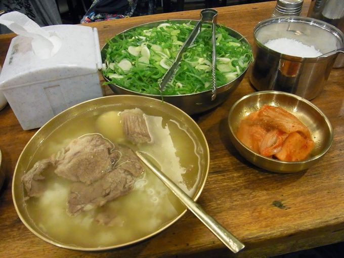 汁物天国「韓国」で、澄んだスープの絶品「コムタン」を