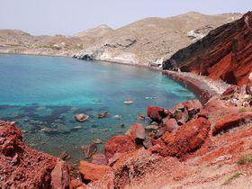 真っ赤なビーチも!火山の島・ギリシャ「サントリーニ島」のビーチが綺麗すぎる