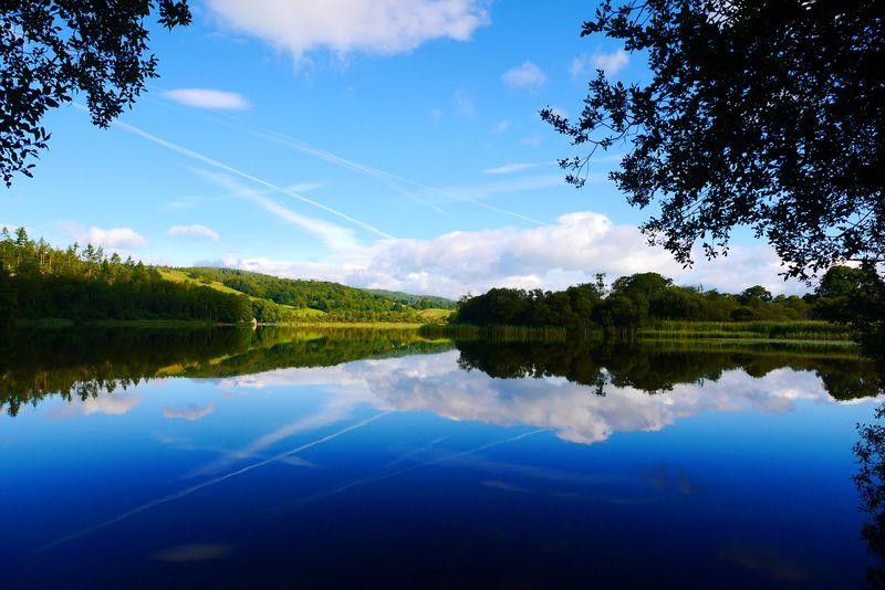 息を呑む美しさの湖