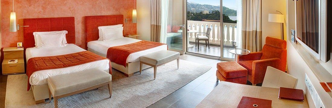 地中海らしいインテリアのシンプルで快適な客室