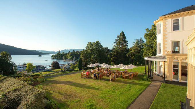 美しい庭園とウインダミア湖の絶景