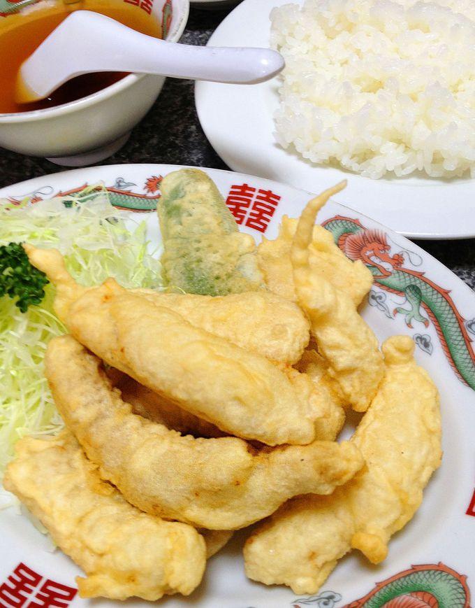見た目も不思議。「六波羅飯店」のとりの天ぷら定食