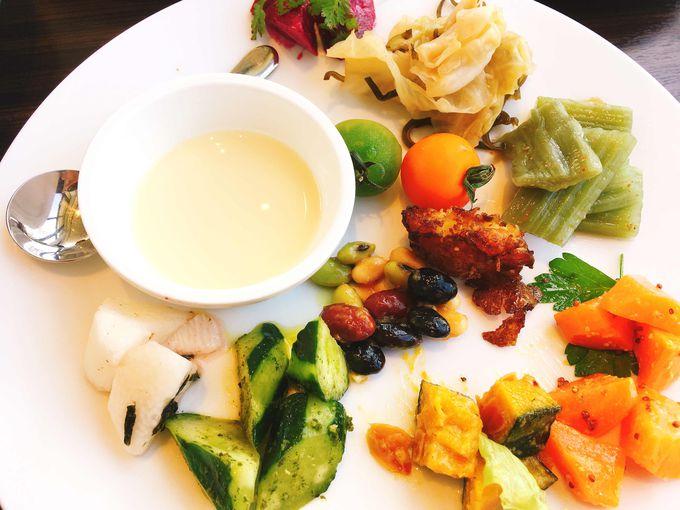 ヘルシーで美しい、芸術作品のような野菜料理