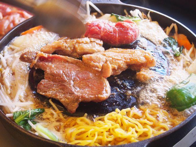 実は本来の北海道ジンギスカン鍋は、「帽子型」ではなく「平ら」