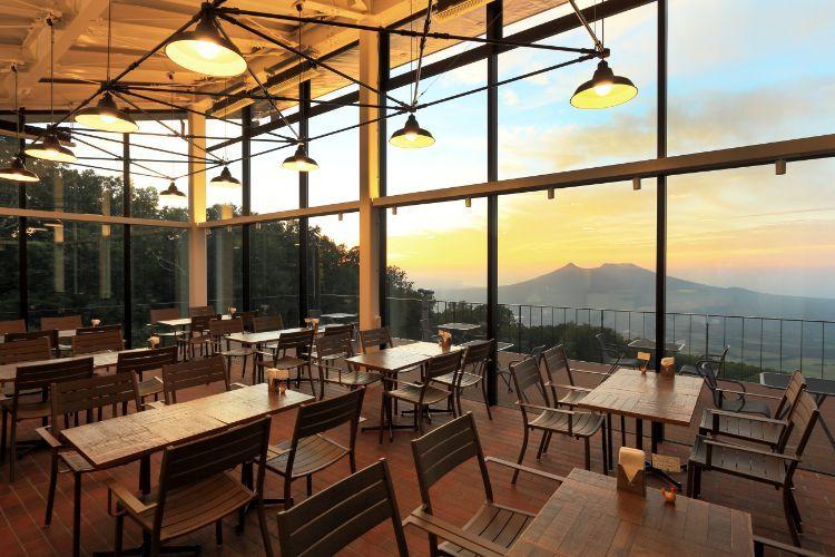 山頂の「ピークカフェ」で絶景と美食を満喫
