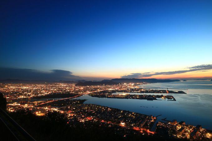 夕陽だけでなく、日中や夜景も楽しめる屋島