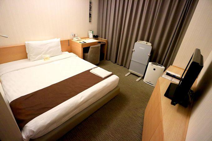 お手頃な部屋は広々ダブルベッド。上層階はバルコニー付きリバービュー。