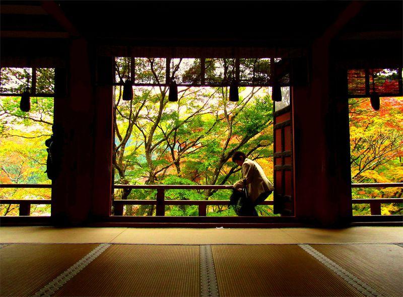 奈良・桜井市「談山神社」で楽しむ紅葉と串こんにゃく