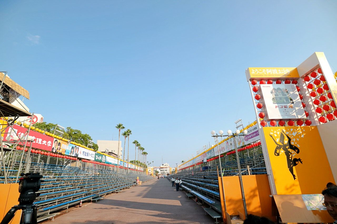 人気の有料桟敷席は、藍場浜演舞場