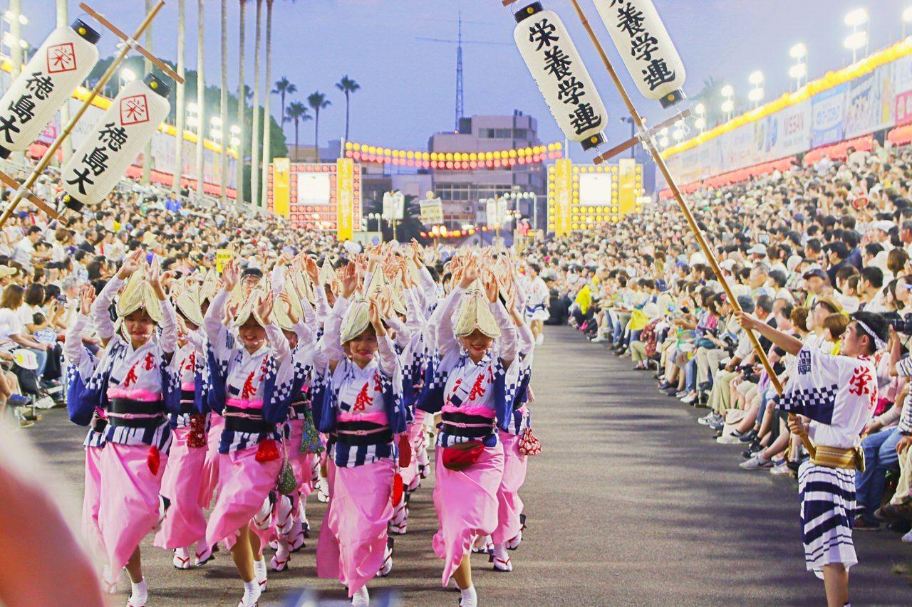 踊る阿呆に見る阿呆♪お盆の徳島市は「阿波おどり」一色に!