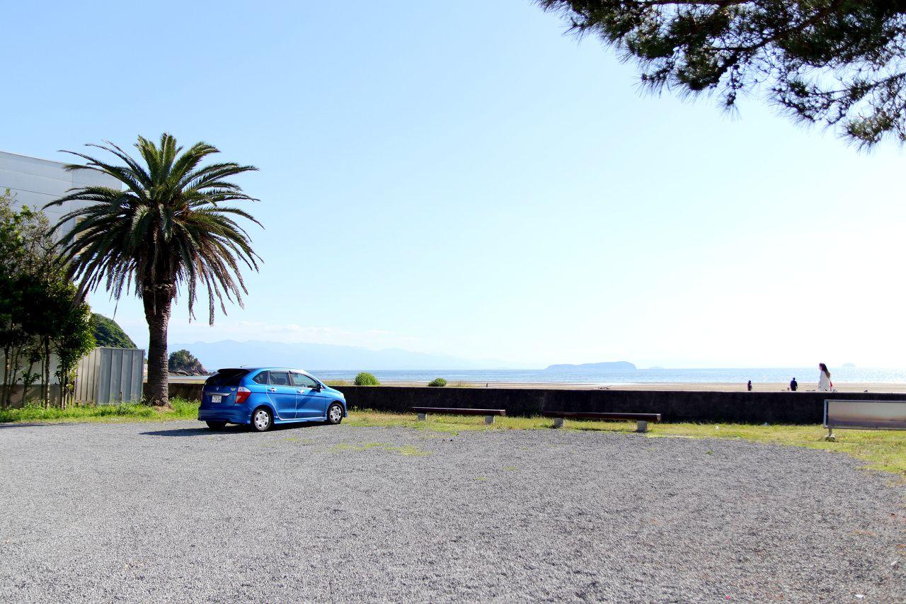 「父母ヶ浜海岸」には海の家や駐車場もあるので便利