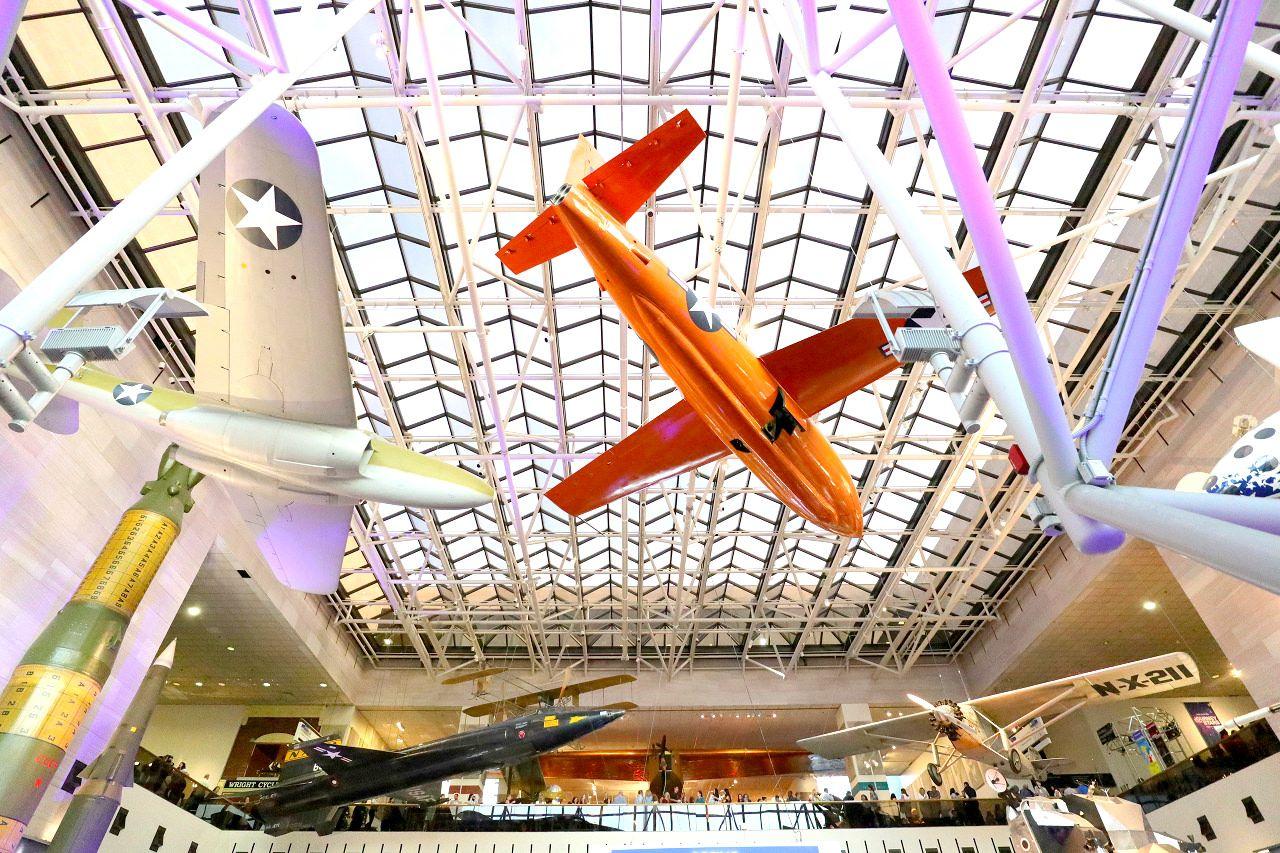 実物大の飛行機が沢山!「航空宇宙博物館」