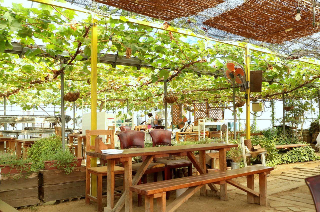 園内にあるカフェでスイーツを堪能!