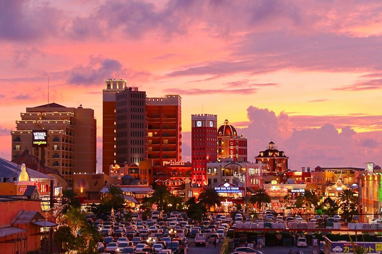沖縄「アメリカンビレッジ」は夕方がオススメ!フォトジェニックな夕焼けと観覧車