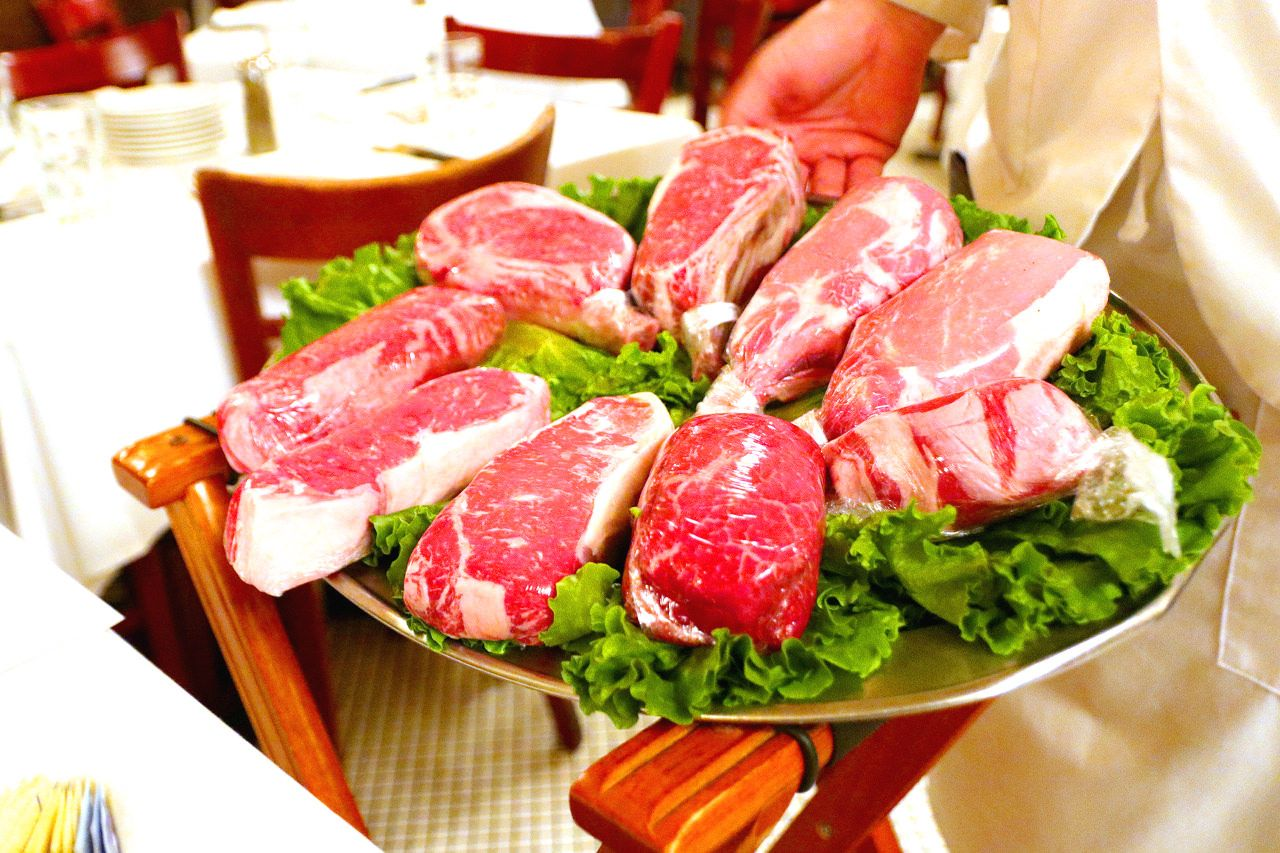 肉の旨味がしっかり!絶品ステーキ