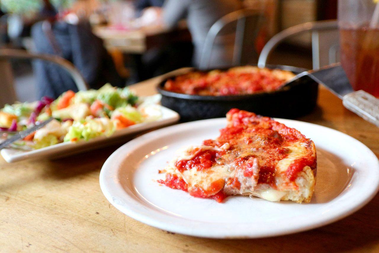 カリッサクッ食感のディープディッシュ・ピザ