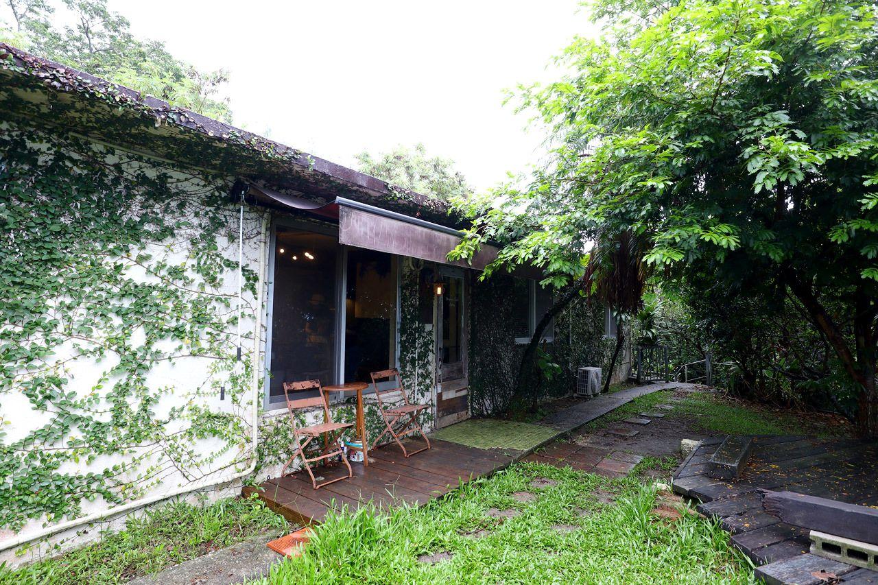 ジャングル風隠れ家店「プラウマンズ ランチ ベーカリー」