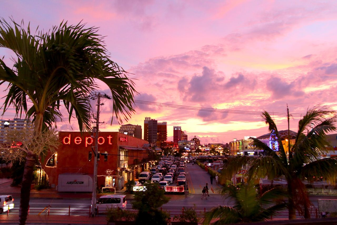 1日目:那覇の繁華街と夕方のアメビレ観光