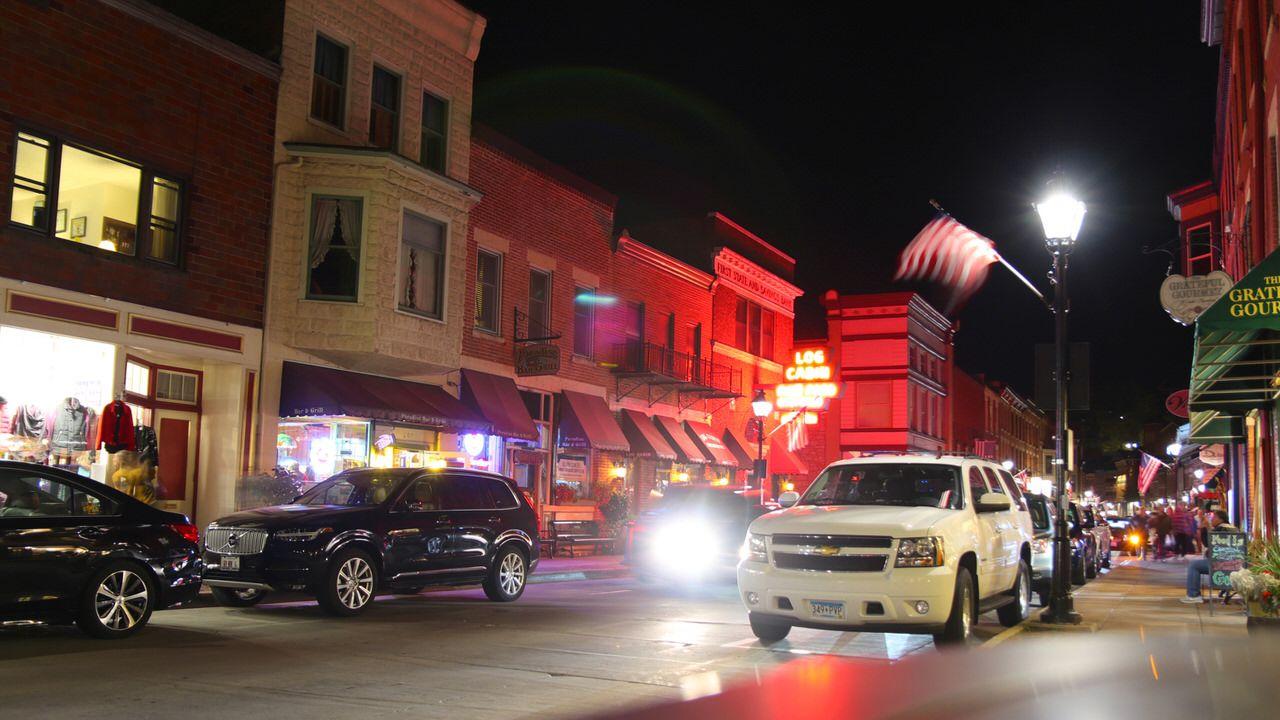 ガリーナの街は小さいけれど夜も賑やか