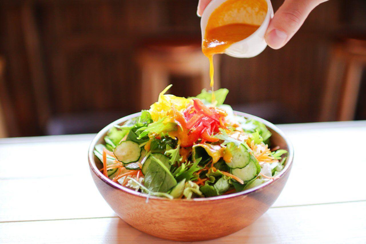 オーガニック素材のサラダやスムージーもオススメ!