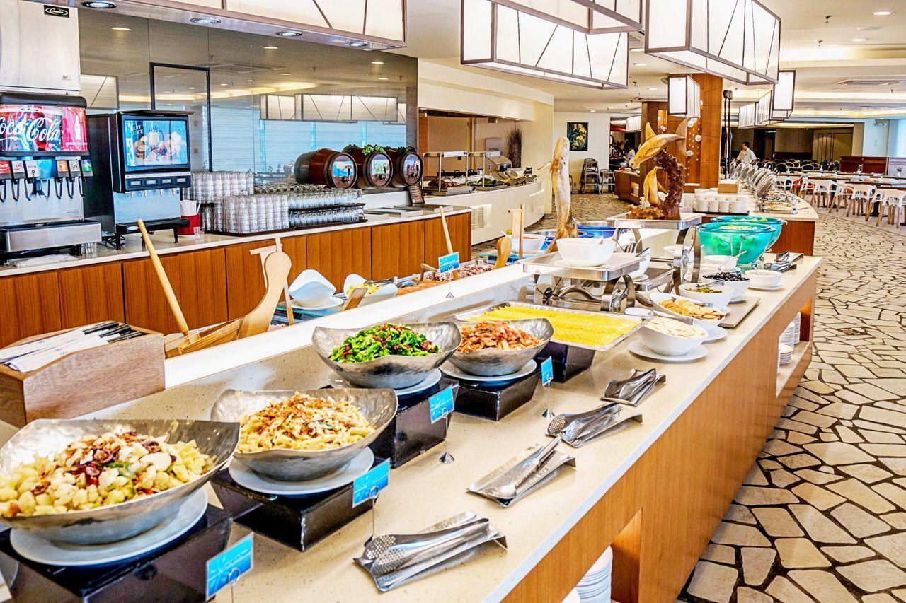 広々レストランで朝食やランチを!