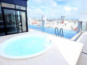 屋上プールと豪華な朝食を堪能!沖縄「ホテルアクアチッタナハ by WBF」