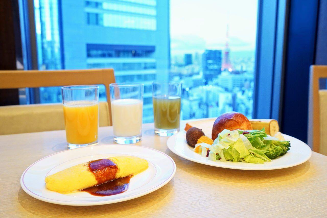 東京タワーを眺めながらの朝食