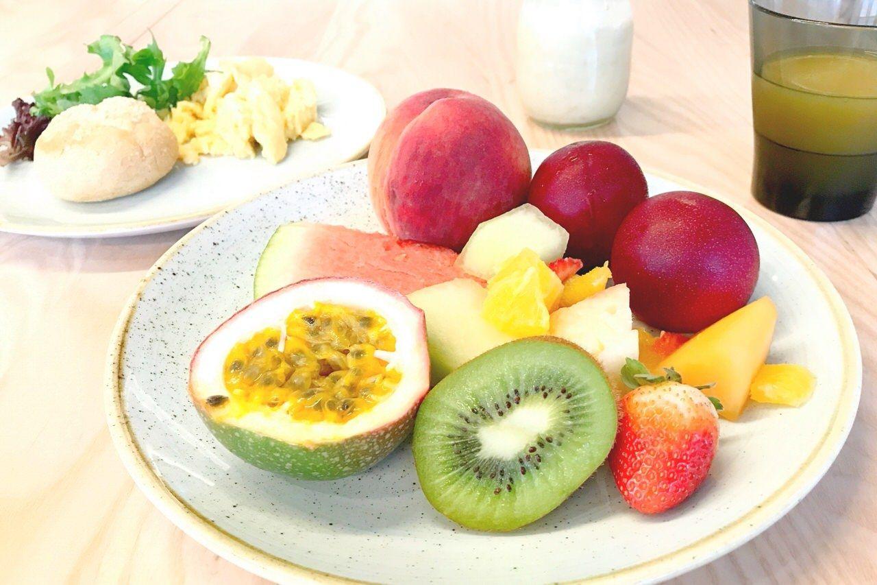 朝食ブッフェはフルーツやスイーツも豊富!
