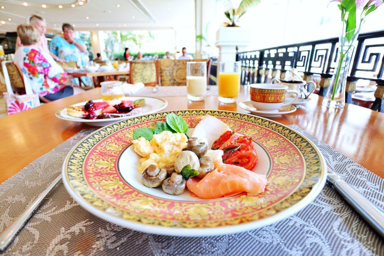 ヴェルサーチのお皿で朝食を!