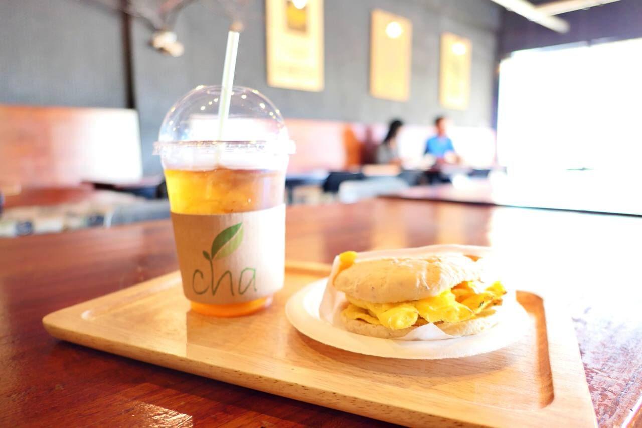 朝からオープンしている人気カフェ