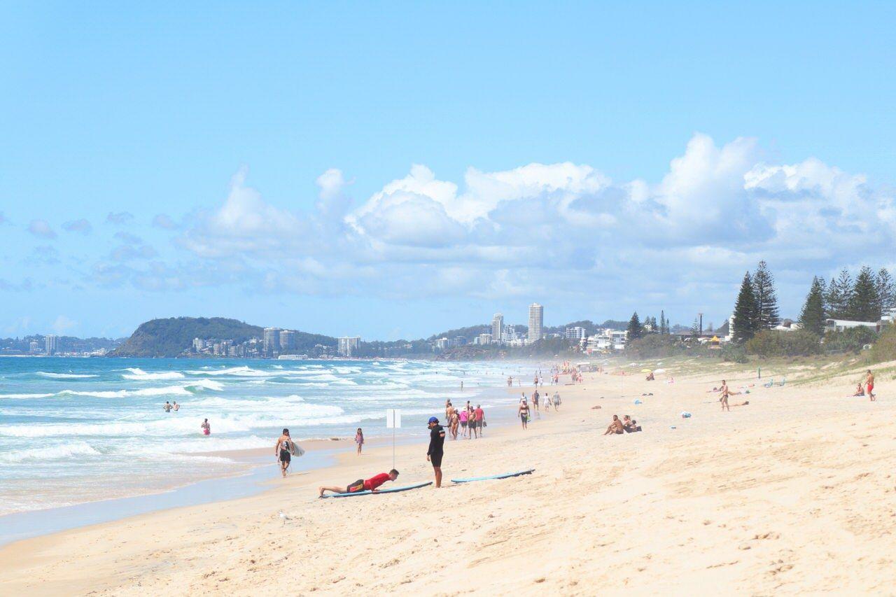 人が沢山!サーファーズパラダイスビーチとブロードビーチ