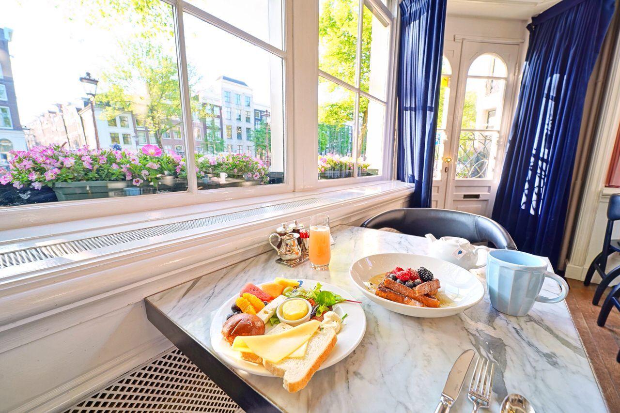 素敵な街並みを眺めながらの朝食