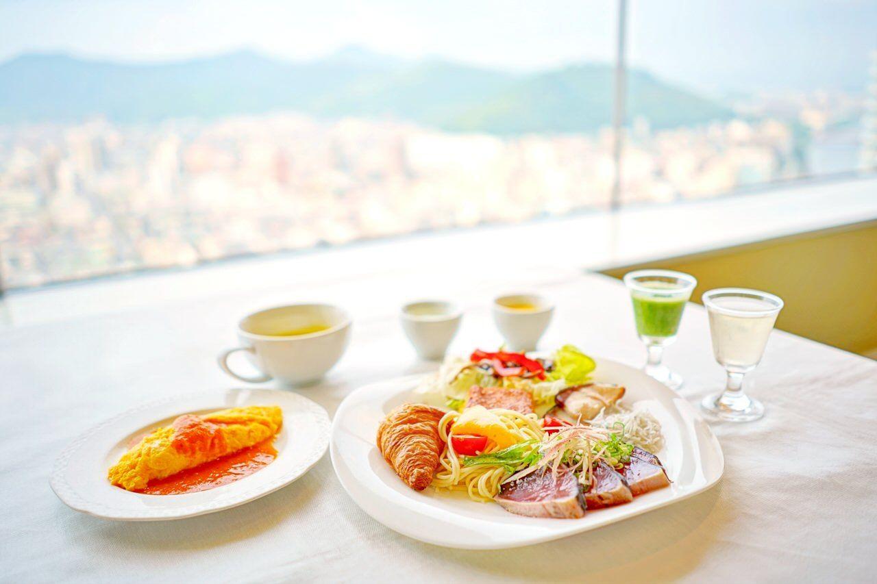 鰹のタタキも!種類豊富で評価の高い朝食