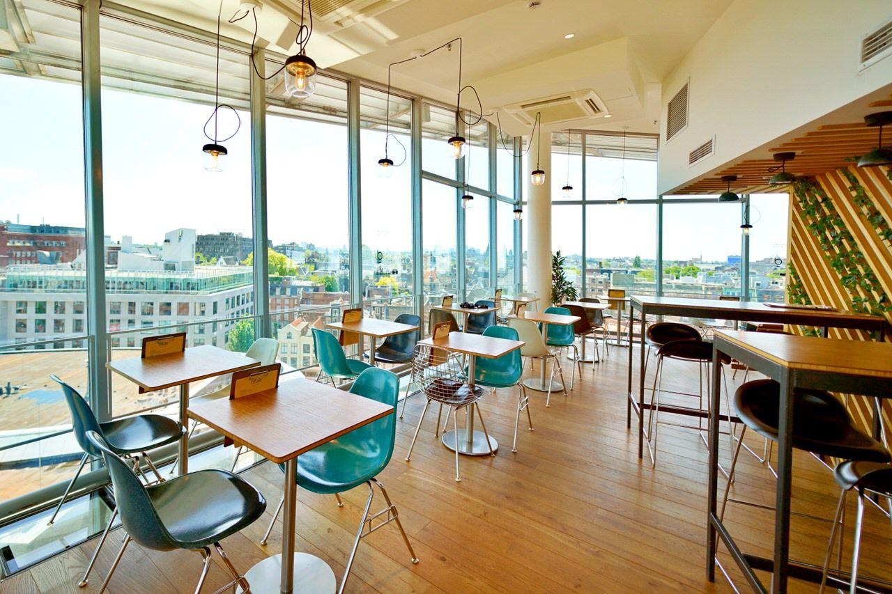 街並みが一望できる展望カフェ「ブルー・アムステルダム」