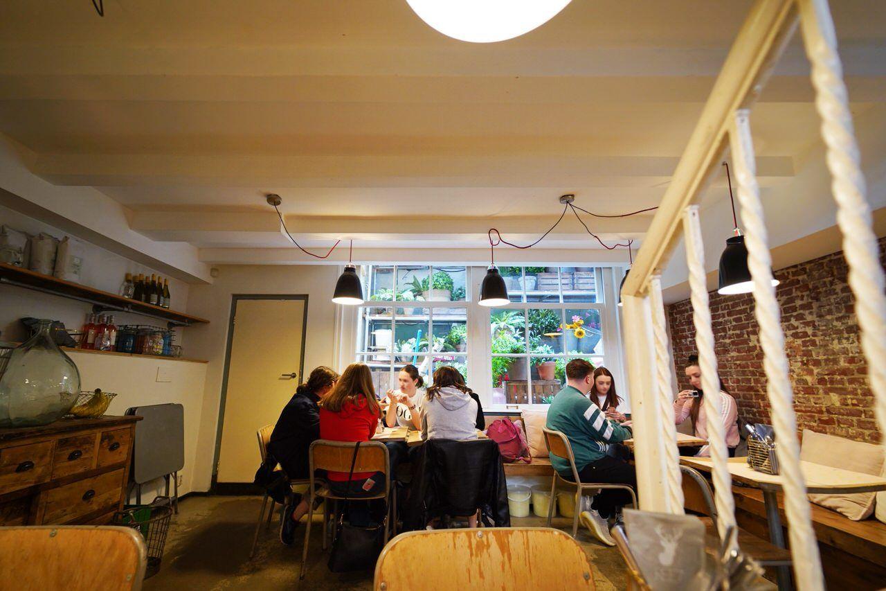 トレンドが集まるナインストリートの人気カフェ「REE7」