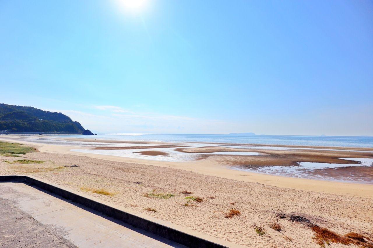 「父母ヶ浜(ちちぶがはま)」は遠浅のロングビーチ