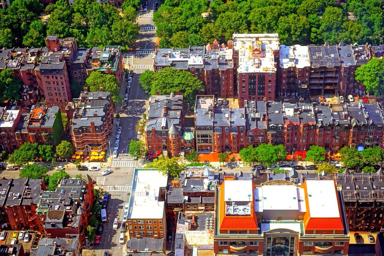 レンガ造りの建物が並ぶ「ニューベリー ストリート」