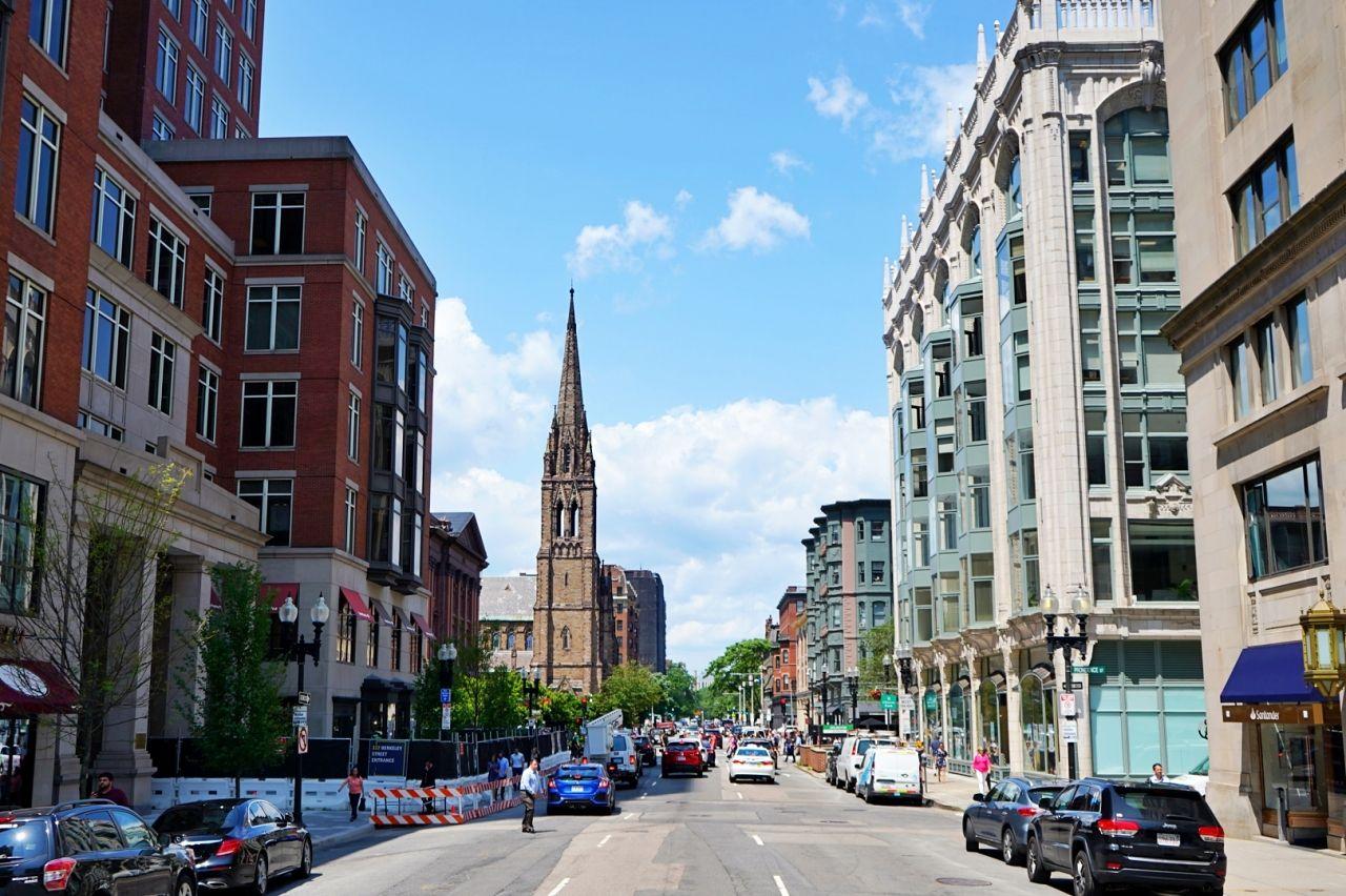 ボストンのオシャレ街をクルージング